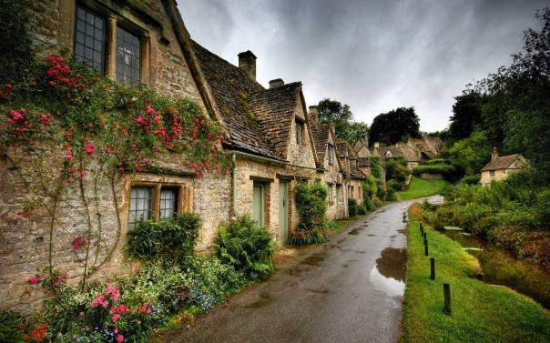 ireland-old-irish-village-stone-cottages-and-shops